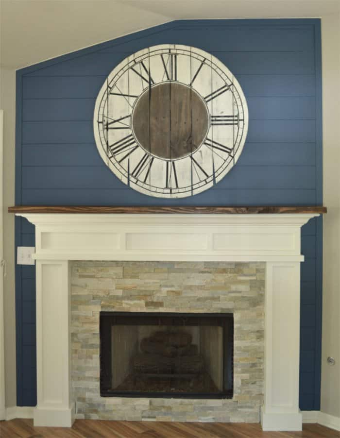 reclaimed pallet becomes upcycled clock