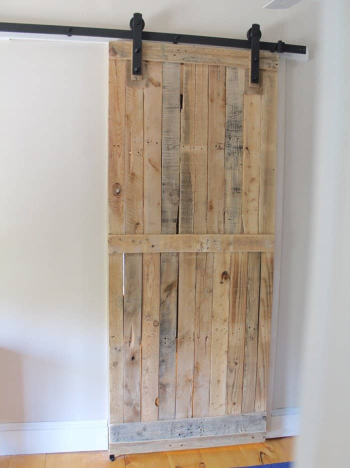sliding door from pallet wood