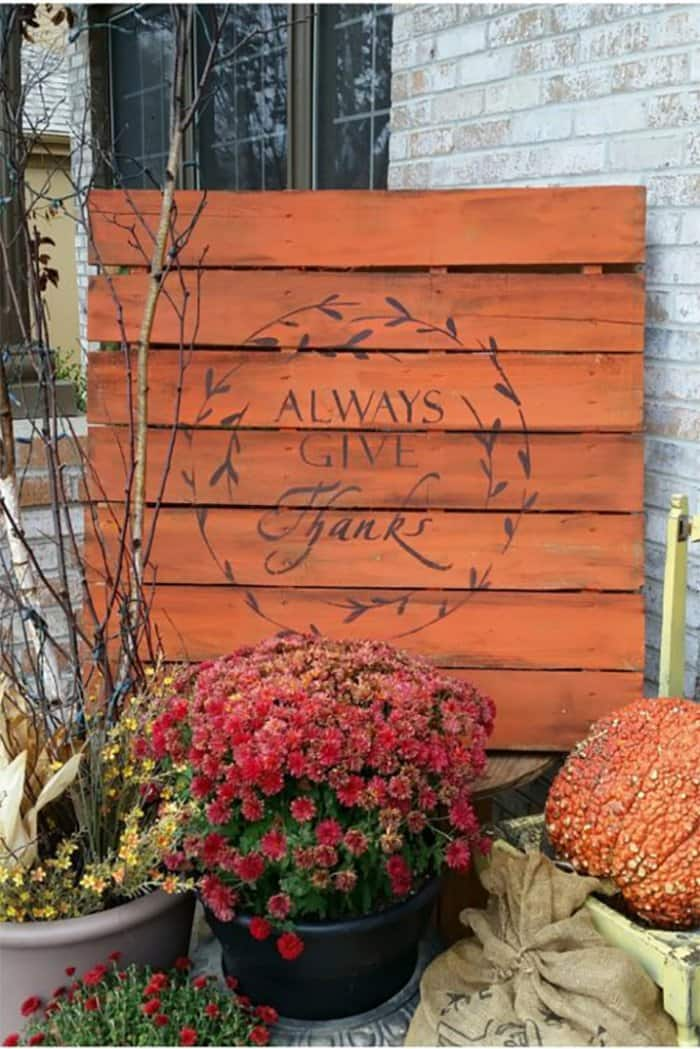 DIY thanksgiving sign from pallets