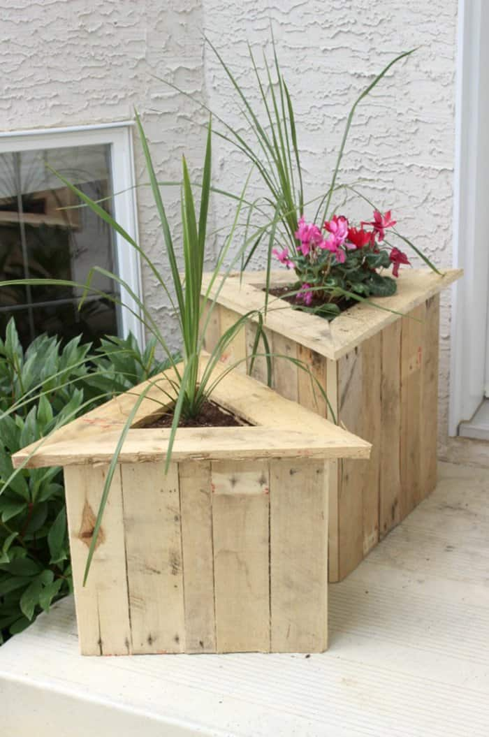 DIY pallet wood planters