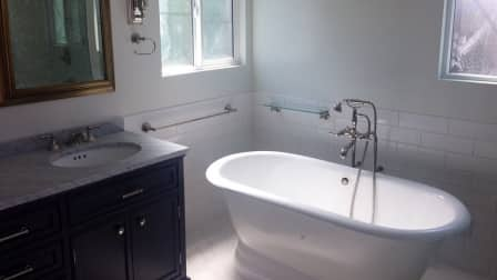 pros and cons of walk in tubs angie 39 s list. Black Bedroom Furniture Sets. Home Design Ideas