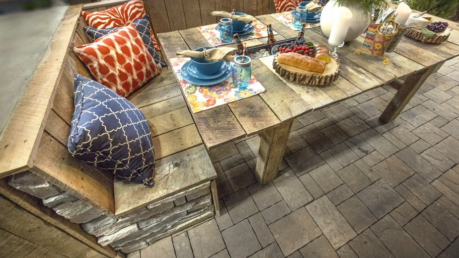 patio table set made from wood pallets