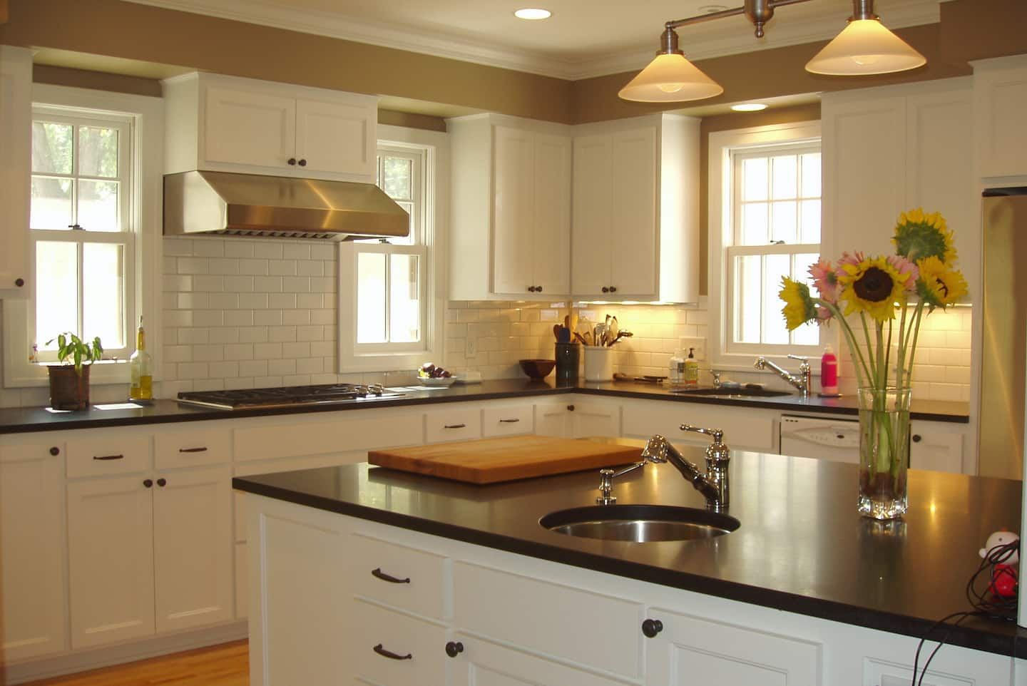 5 Tips to Hire the Best Kitchen Island Contractor | Angie\'s List