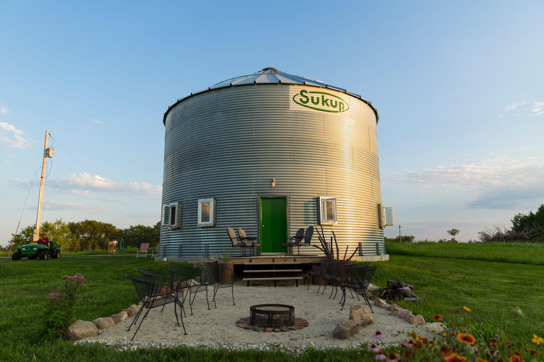 Grain Bin Home Couple Creates Grain Bin Silo Home Angies List