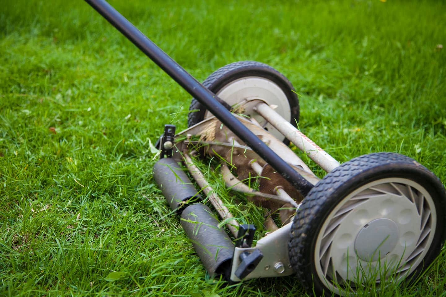 Lawn tractor head gasket repair update youtube - Is A Reel Lawn Mower Right For You
