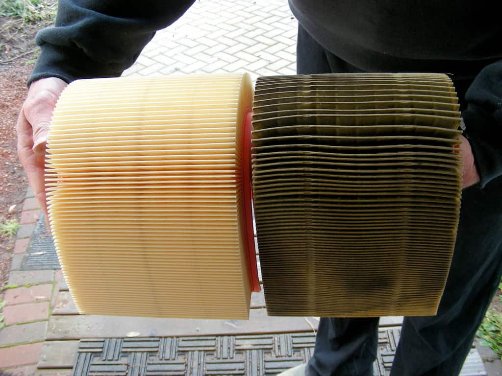 Change Air Filter >> How To Change Your Car S Engine Air Filter Angie S List