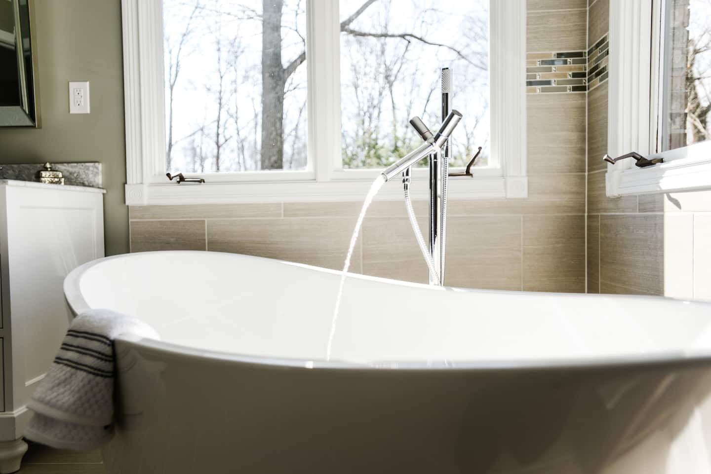 How Much Does Bathtub Replacement Cost? | Angie\'s List