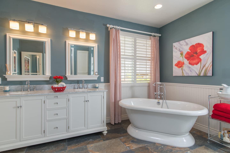 Wainscot bathroom pictures - Wainscot Bathroom Pictures 2