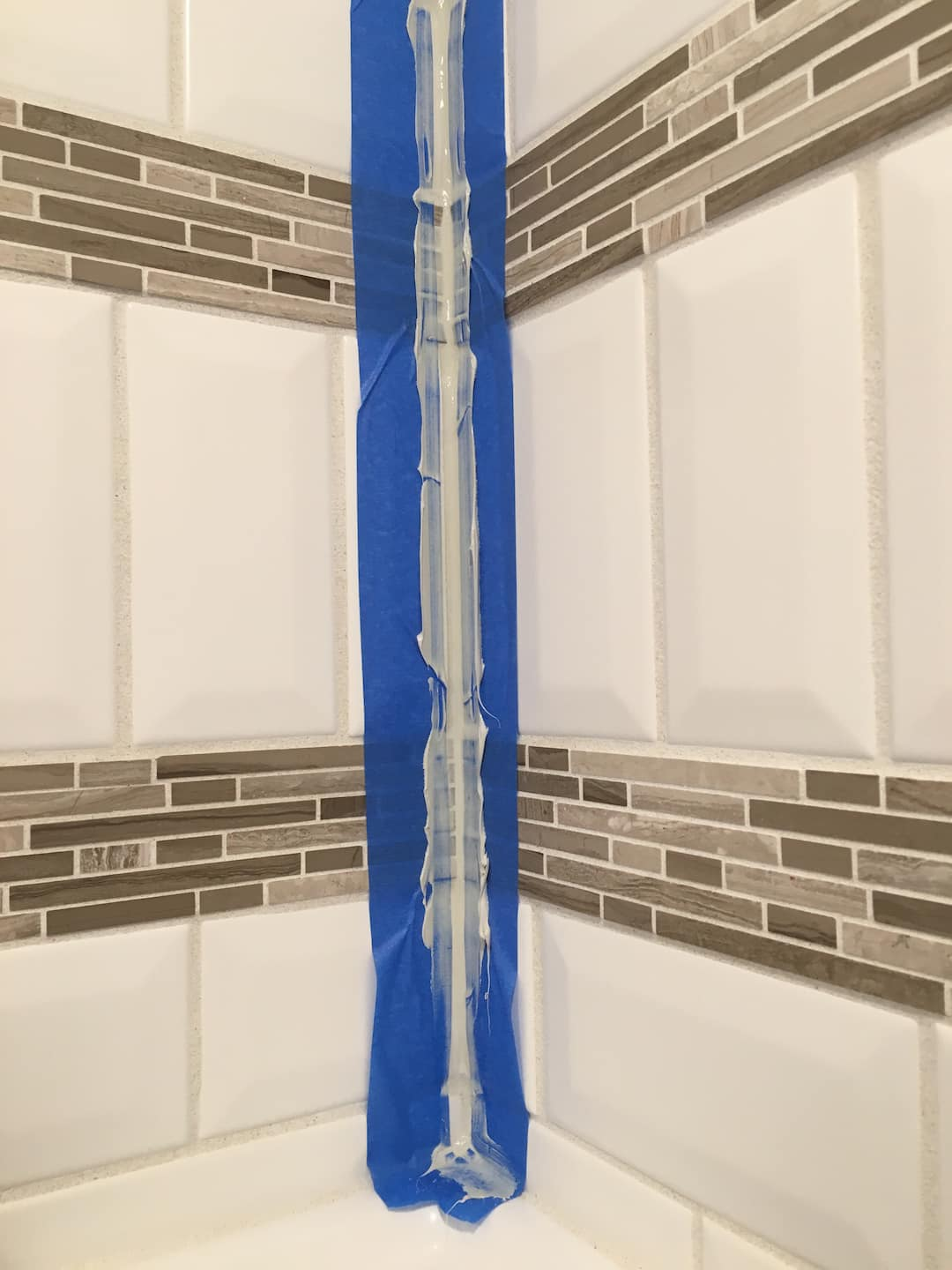 CaulkcracksJPG Angies List - 100 silicone caulk for shower