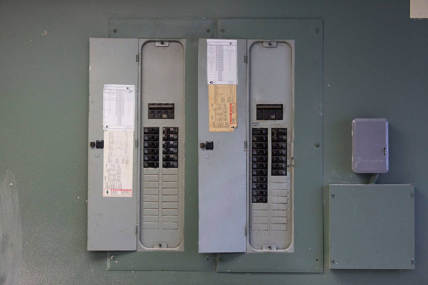 Why Your Arc-Fault Breaker Keeps Tripping | Angie\'s List