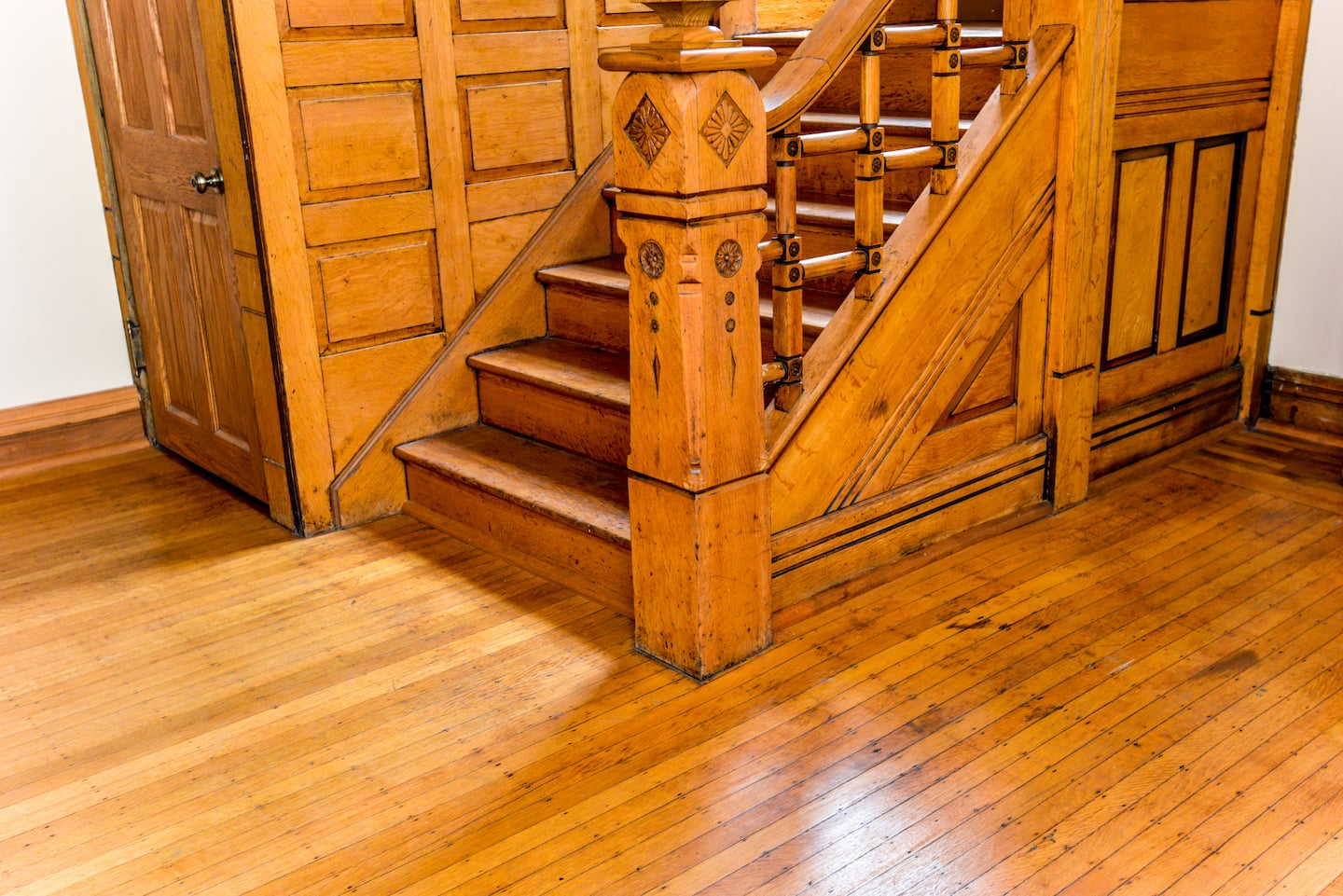 How to Choose a Finish for Your Hardwood Flooring | Angie's List