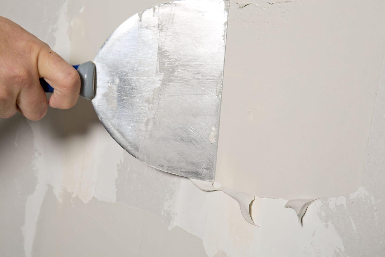 mudding a drywall hole