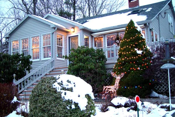 how to decorate with icicle lights.htm hire a pro to hang up christmas lights angie s list  hire a pro to hang up christmas lights