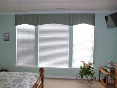 blue green bedroom with white window blinds