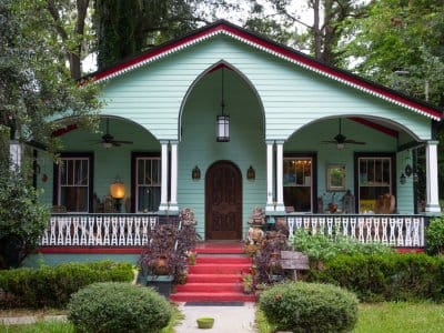 gingerbread house in Savannah