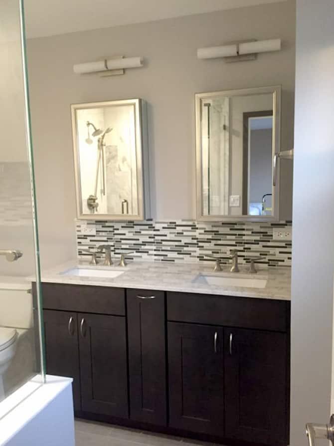 glass tile backsplash in bathroom - Backsplash Bathroom