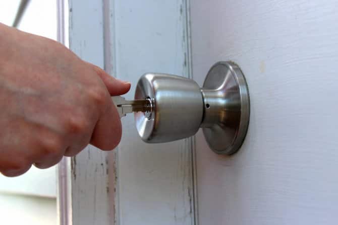 How To Change a Doorknob | Angie\'s List
