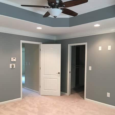 carpeted room with tray ceiling
