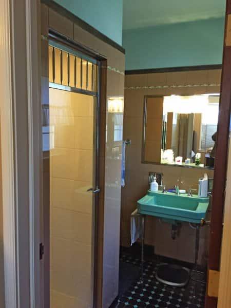 1940s bathroom before remodel