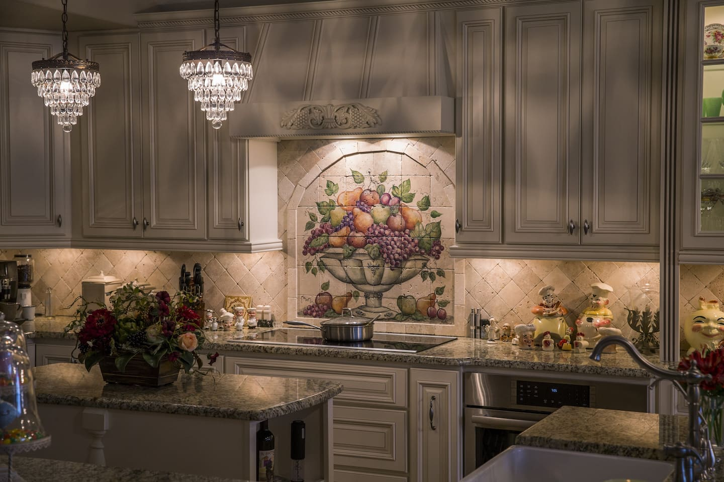 Susan Bartlett From Lutz, Florida, Uses Task Lighting To Highlight Her  Kitchen Decor. (Photo By Mike Fender) View Details