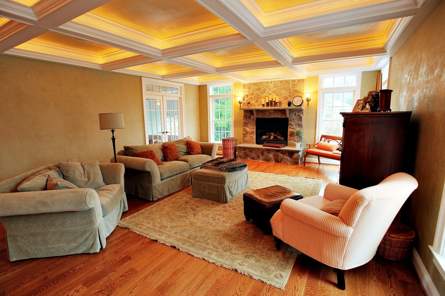 A living room with lights embedded in the crown molding across the ceiling
