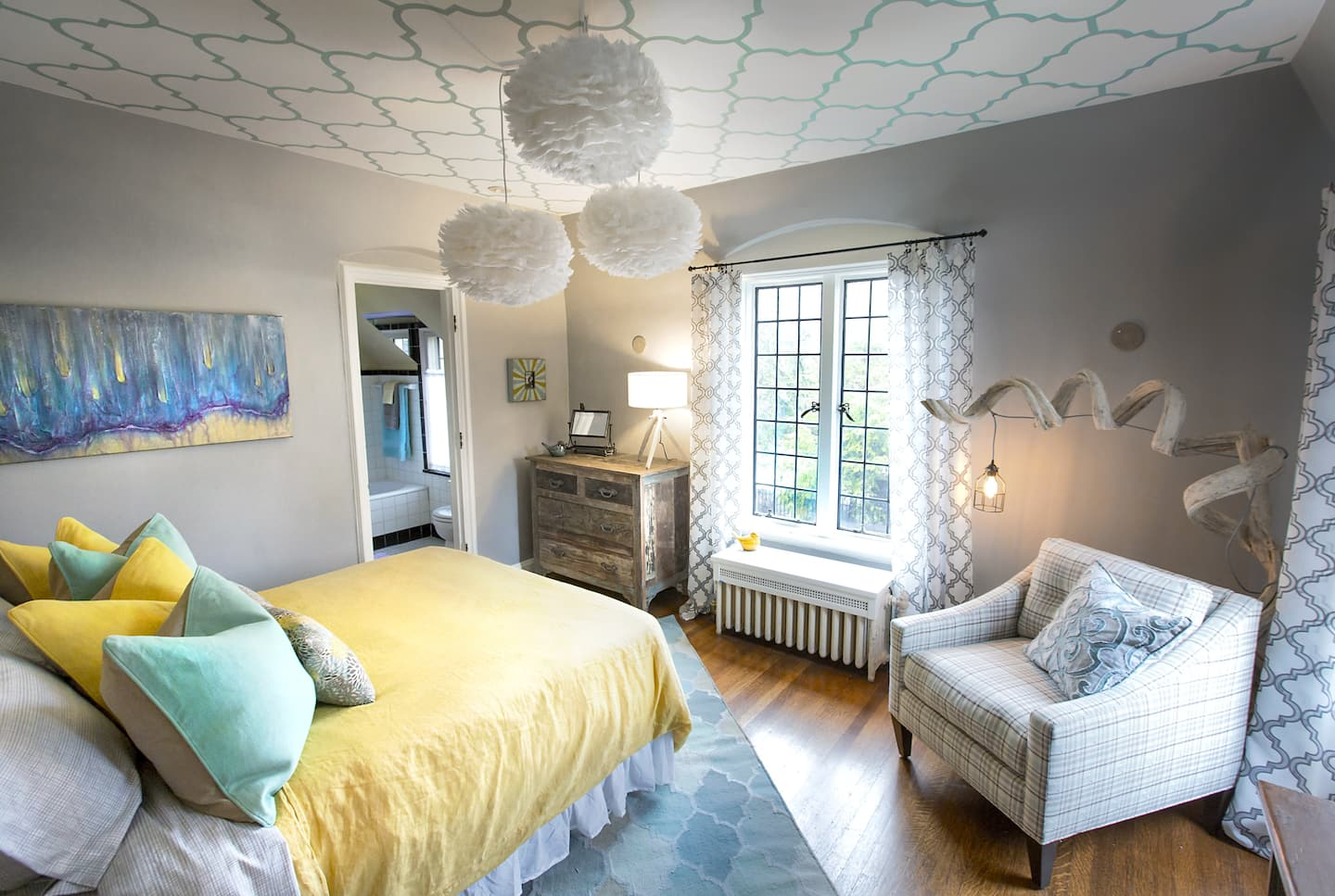 Lamp and pendant light in bedroom