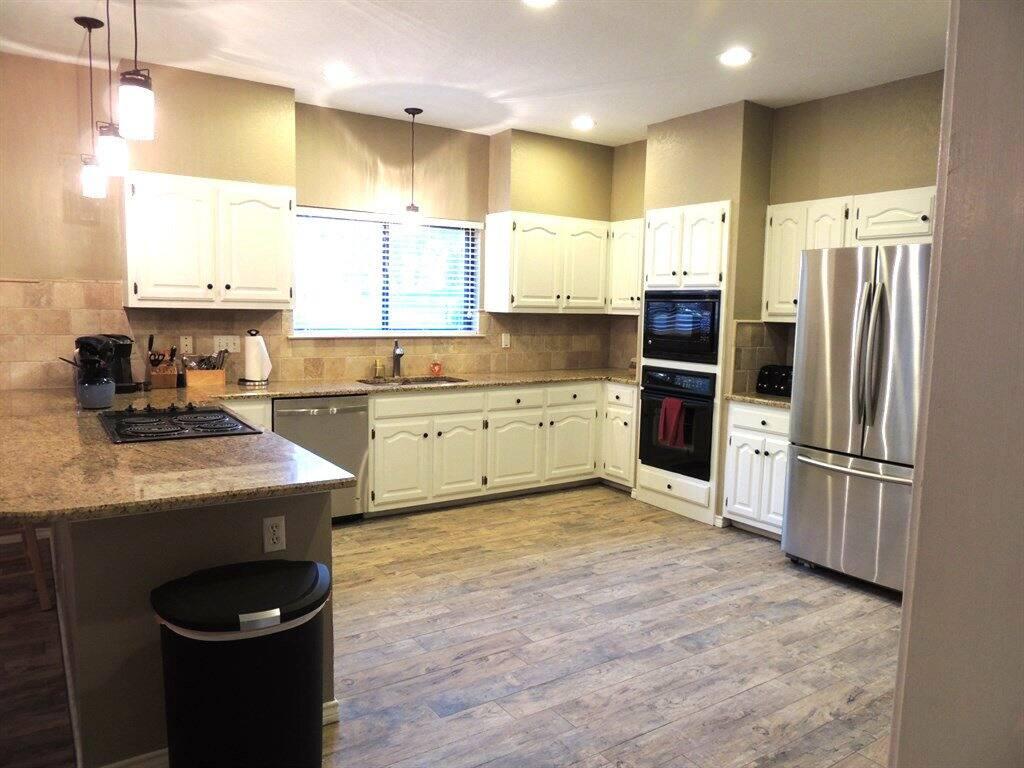 Kitchen floor tile ideas angies list kitchen floor tiles dailygadgetfo Gallery