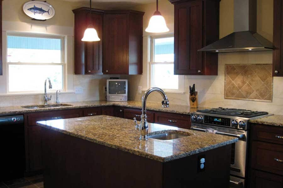 single-bowl sink in kitchen island