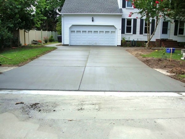 Angie's List member Janis Sweeney hired Dave's Concrete to replace her driveway and two walkways. (Photo courtesy of Sweeney)