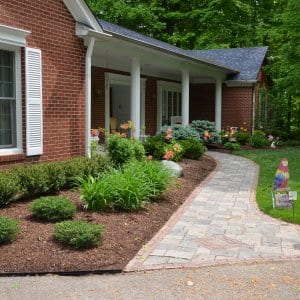 flower bed with mulch