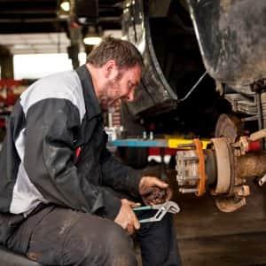 Auto Technician,auto body technician,auto technician jobs,auto technician salary,auto body technician salary,what is an auto technician,whats an automotive technician,auto mechanic technician,automotive mechanic technician,automotive technician mechanic