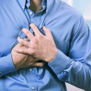 main clutching chest in pain