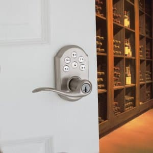Door handle with locking mechanism