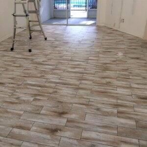 Porcelain tile floor that looks like hardwood