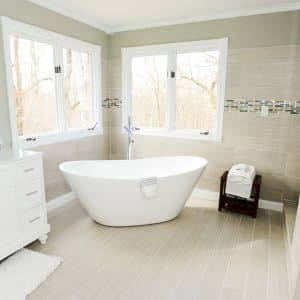 Charmant Bathroom With Soaker Tub