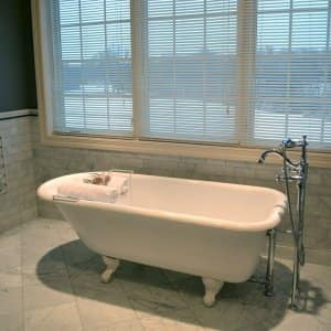 Refinished Bathtub In Remodeled Bathroom. Bathtub Refinishing U0026 Liners