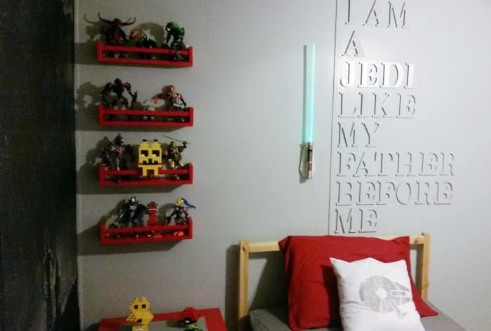 Star Wars bedroom wall with lightsaber