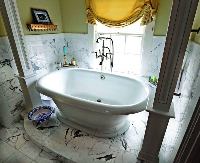 white marble and bathtub