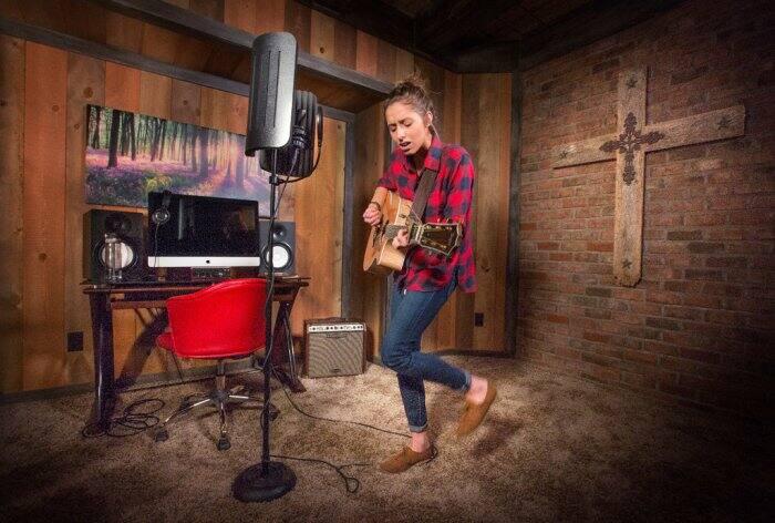 Samara Norris in her home recording studio