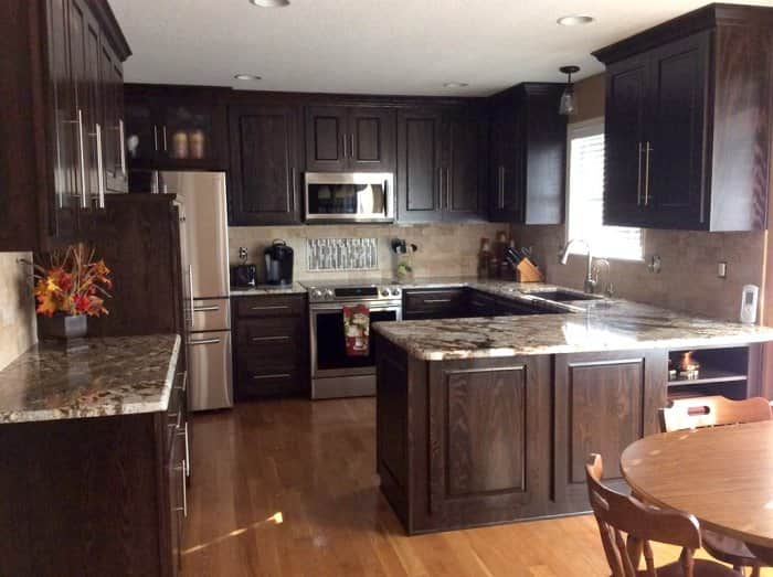 Homeowners Prefer A Dark Stain For Traditional Wood Cabinets. (Photo  Courtesy Of Angieu0026#