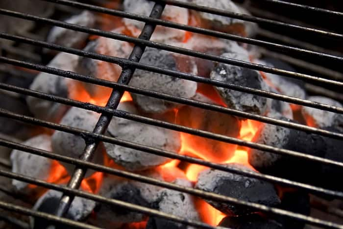 Charcoal or Gas Grill? What's the Best Way to Barbecue?