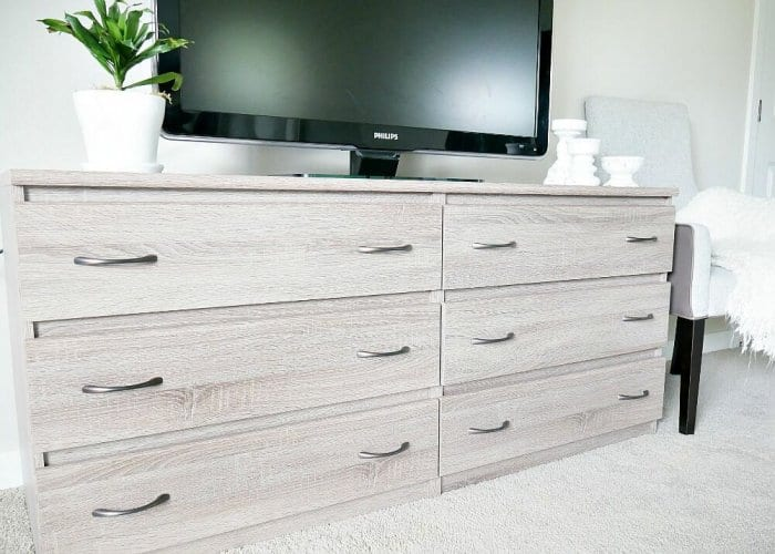 dresser with drawer pulls