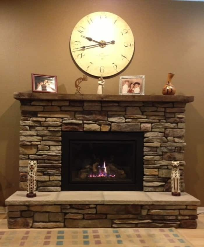 Etonnant Gas Fireplace Surround With Large, Rustic Hearthstones