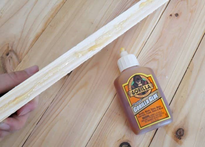 gluing boards for DIY plank woord sign