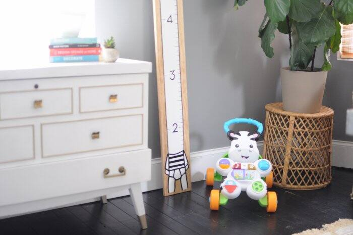 DIY kids' height chart in kids' room
