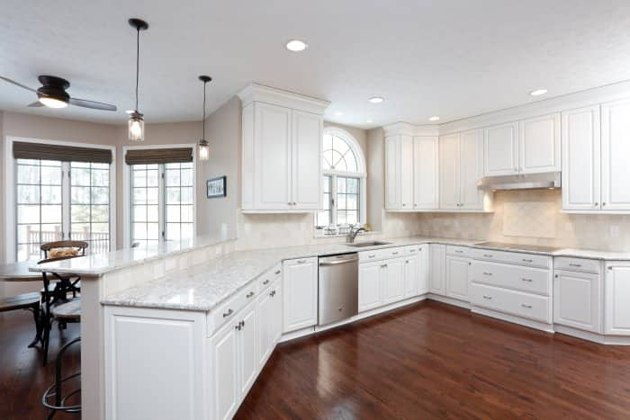 white kitchen with lots of lighting