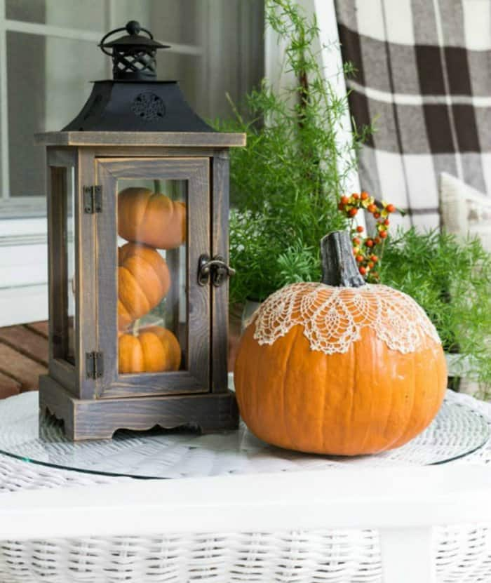 23 Amazing Ways To Style Your Console Table With Fall Decor: 6 Unique Ways To Decorate With Pumpkins This Fall