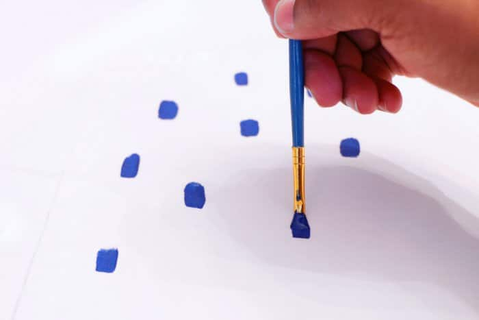 painting dots on cloth napkins