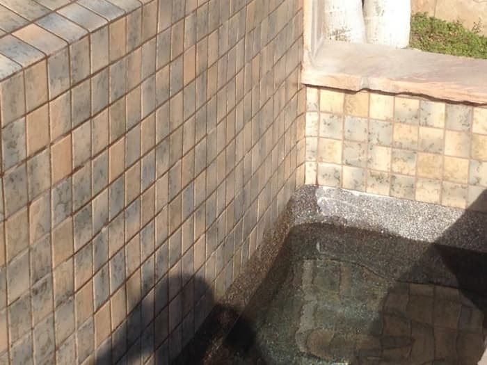 rear and side wall of a tiled swimming pool