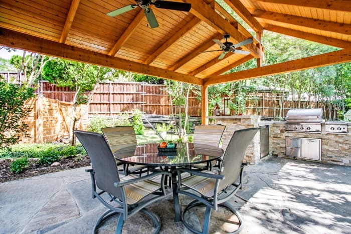 5 things to consider before building an outdoor kitchen for Kitchen amenities list